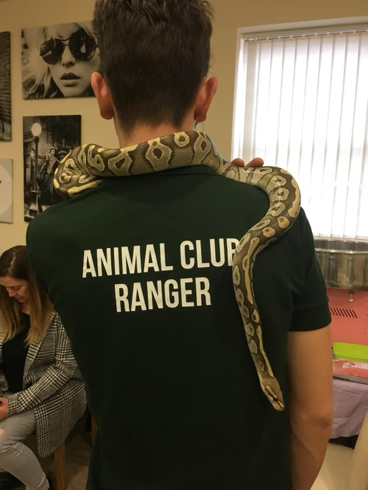 booking animal club party